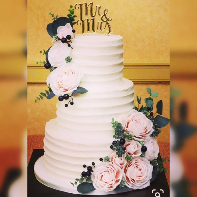 Huge Discounts on Three Tier Wedding Cakes!
